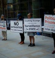 Assanges anhängare utanför domstolen i London. Arkivbild. Matt Dunham / TT NYHETSBYRÅN