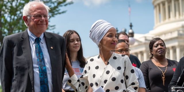 Presidentkandidaten Bernie Sanders till vänster.  J. Scott Applewhite / TT NYHETSBYRÅN/ NTB Scanpix