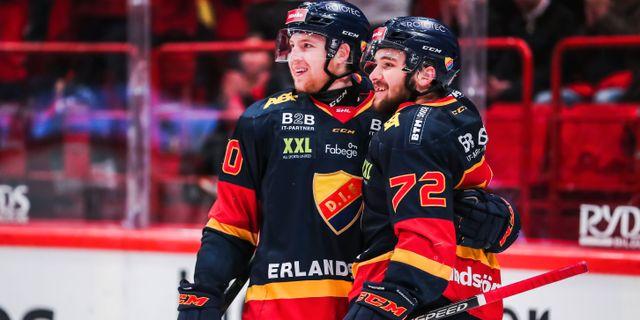 Djurgårdens Marcus Davidsson och Emil Bemström jublar. ANDREAS L ERIKSSON / BILDBYRÅN