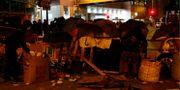 Demonstranter barrikader utanför byggnaderna TYRONE SIU / TT NYHETSBYRÅN