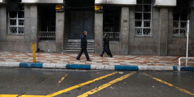 Många byggnader brändes sönder i protesterna. Vahid Salemi / TT NYHETSBYRÅN