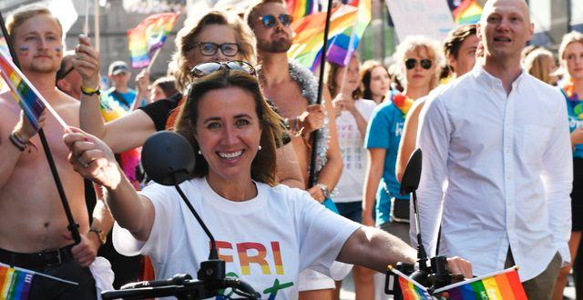 Moderaternas hbtq-politiska talesperson Filippa Reinfeldt i prideparaden 2019. Stina Stjernkvist/TT / TT NYHETSBYRÅN