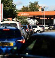 Kö till bensinstation i Storbritannien, 24 september.  BEN STANSALL / TT NYHETSBYR�N
