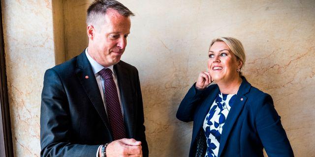 Digitaliseringsministern Anders Ygeman (S), till vänster.  Magnus Hjalmarson Neideman/SvD/TT / TT NYHETSBYRÅN