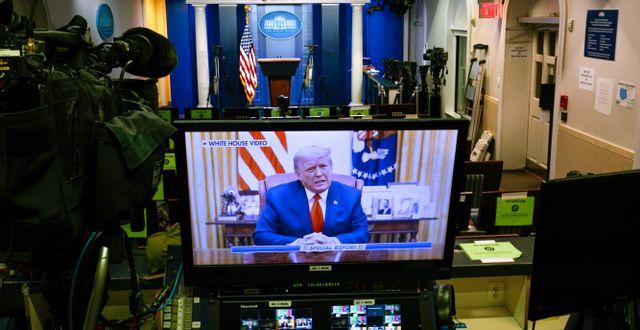 Donald Trumps tal spelas upp i Vita husets tomma presscenter på onsdagen. Gerald Herbert / TT NYHETSBYRÅN