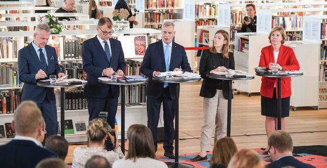 Bild från pressträffen när den nya regeringen, med Antti Rinne i spetsen, presenterade sitt nya program. KIMMO BRANDT / COMPIC