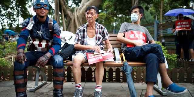 Demonstranter samlas på söndagen KIM HONG-JI / TT NYHETSBYRÅN