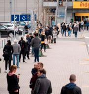 Kö till Ikea.  NIELS CHRISTIAN VILMANN / TT NYHETSBYRÅN