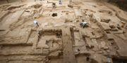 Arkeologer vid en utgrävning i Lambayeque, Peru 2010 där bland annat 600 år gamla gravstenar och tillhörigheter från chimú-folket hittades. Karel Navarro / TT / NTB Scanpix
