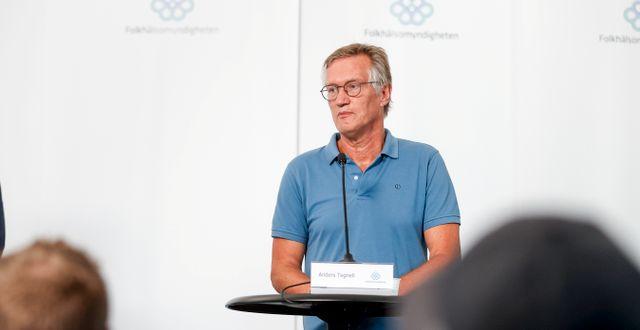 Anders Tegnell på väg torsdagens pressträff. Nils Petter Nilsson/TT / TT NYHETSBYRÅN