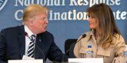 Presidentparet under besöket hos FEMA Andrew Harnik / TT / NTB Scanpix