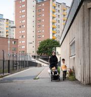 Bilder från Fittja och Vasastan i Stockholm. TT