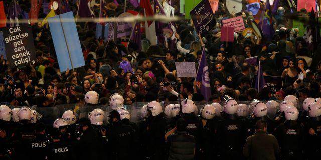 Sammandrabbning med polis i Turkiet. Lefteris Pitarakis / TT NYHETSBYRÅN/ NTB Scanpix