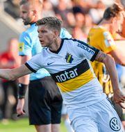 Anton Salétros har precis gjort 1–1. Björn Larsson Rosvall/TT / TT NYHETSBYRÅN