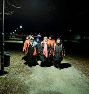 En grupp kvinnor nattvandrar i Fittja i Stockholm. Christine Olsson/TT / TT NYHETSBYRÅN