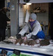 Fiskestånd vid Boulogne-sur-Mer, Frankrike. Thibault Camus / TT NYHETSBYRÅN