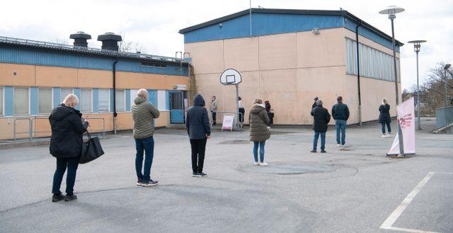 Vaccinkö i Rinkeby.  Fredrik Sandberg/TT / TT NYHETSBYRÅN