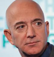 Amazongrundaren Jeff Bezos och Anders Ygeman. TT