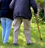 Pensionärer på promenad. Janerik Henriksson/TT / TT NYHETSBYRÅN