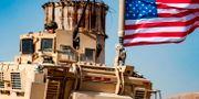 Ett amerikanskt stridsfordon i Syrien. DELIL SOULEIMAN / AFP