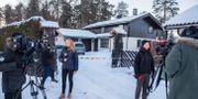 Medieuppbåd utanför familjen Hagens bostad. Ole Berg-Rusten/NTB-Scanpix/TT / TT NYHETSBYRÅN