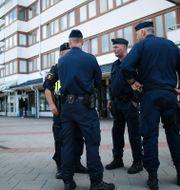 Arkivbild: Poliser på Friskväderstorget i Biskopsgården Björn Larsson Rosvall/TT / TT NYHETSBYRÅN
