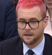 Visselblåsaren Chris Wylie vittnar inför en kommité i det brittiska parlamentet. PRU / AFP