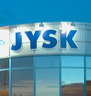 Jyskbutik / Sopcontainer på återvinningscentral Wikimedia Commons / TT