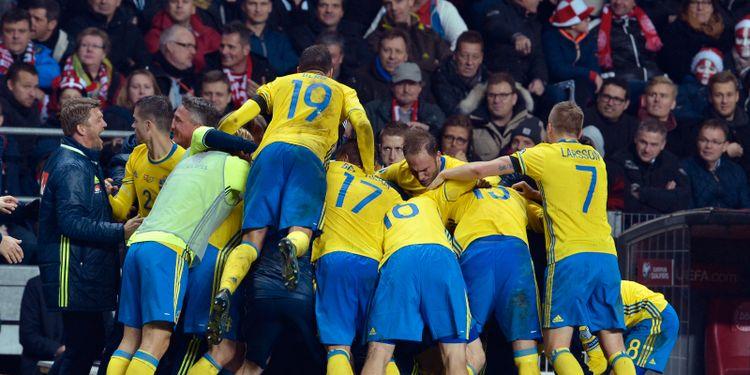 Sverige är klart för EM efter två mål av Zlatan - Omni 7a7e55edeac09