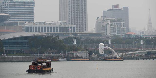 Tjock smog i Singapore. ROSLAN RAHMAN / AFP
