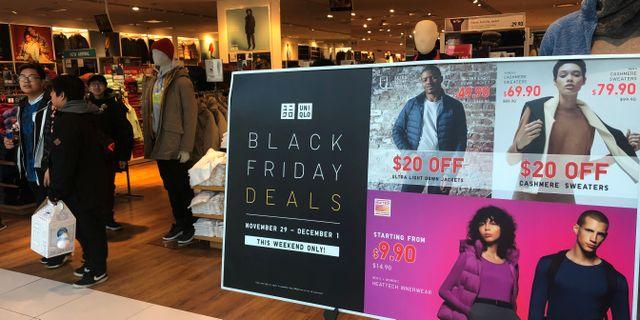 En av Uniqlos butiker i New York under Black Friday förra veckan.  SHANNON STAPLETON / TT NYHETSBYRÅN
