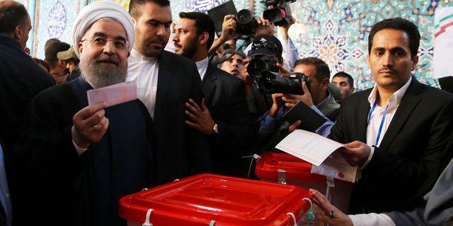Hassan Rouhani röstar i Teheran på lördagen. HANDOUT / TT NYHETSBYRÅN
