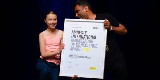 Greta Thunberg tar emot priset. ANDREW CABALLERO-REYNOLDS / TT NYHETSBYR�N