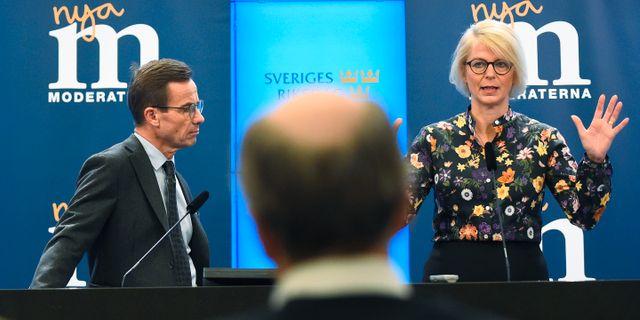 Partiledaren Ulf Kristersson (M) och ekonomisk-politiska talespersonen Elisabeth Svantesson (M). Hanna Franzén/TT / TT NYHETSBYRÅN