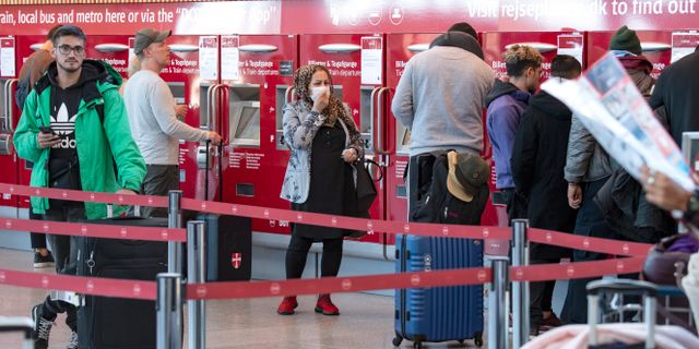 Passagerare med och utan munskydd på Terminal 3 Kastrups flygplats.  Johan Nilsson/TT / TT NYHETSBYRÅN