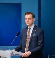 Åsa Lindhagen och Per Olsson Fridh under dagens pressträff. Anders Wiklund/TT / TT NYHETSBYRÅN