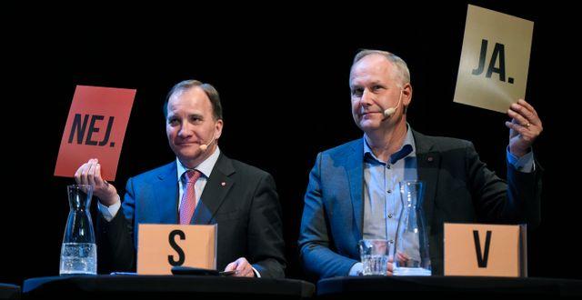 Socialdemokraternas partiledare Stefan Löfven och Vänsterpartiets Jonas Sjöstedt under landsbygdsriksdagen. Arkivbild från 2019. Erik Mårtensson/TT / TT NYHETSBYRÅN