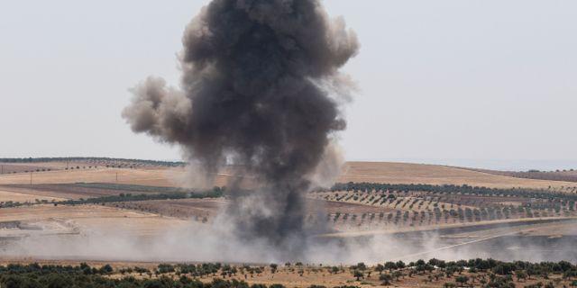 Rökmoln efter flygattacker i Idlib. ANAS AL-DYAB / AFP