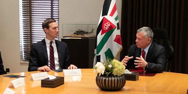 Jared Kushner träffar Jordaniens kung Abdullah under onsdagen. - / Jordanian Royal Palace