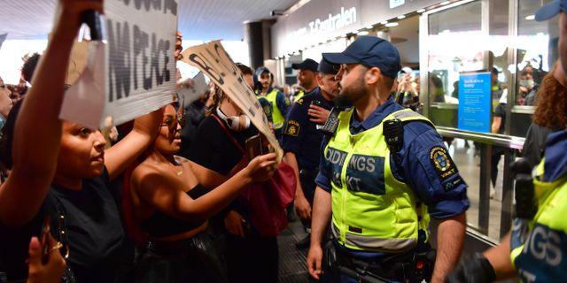 Demonstranter vid T-centralen. Jonas Ekströmer/TT / TT NYHETSBYRÅN