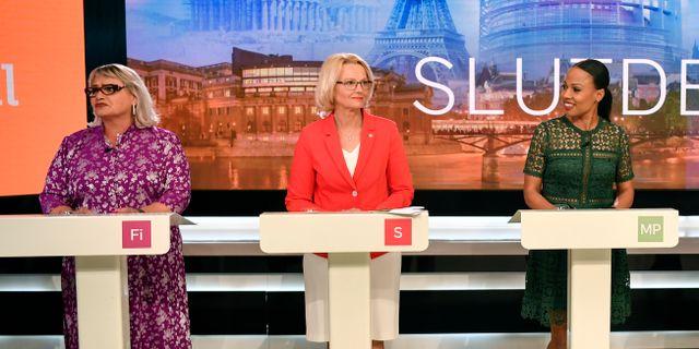 Soraya Post (Fi) längst till vänster. Anders Wiklund/TT / TT NYHETSBYRÅN