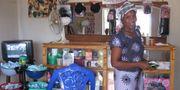 Kvinna som driver skönhetssalong i Tanzania. Marta Lindvert