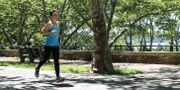 Mia Dahlgren Winther i Riverside Park i New York. Mia är initiativtagare till Kim Walls Minneslopp i New York. John Alexander Sahlin/TT / TT NYHETSBYRÅN