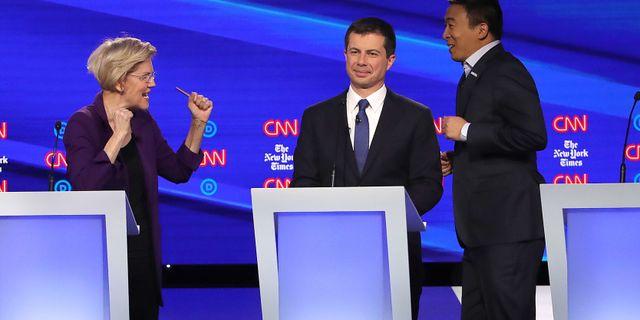 Elizabeth Warren, Pete Buttigieg och Andrew Yang under Demokraternas fjärde tv-sända debatt.  WIN MCNAMEE / GETTY IMAGES NORTH AMERICA