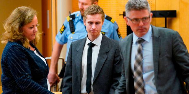 Philip Manshaus och hans två försvarsadvokater. HEIKO JUNGE / NTB Scanpix