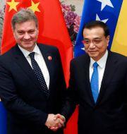 Bosniens premiärminister Denis Zvizdic och Kinas Li Keqiang. Kim Kyung-hoon / TT NYHETSBYRÅN/ NTB Scanpix