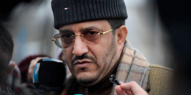 Jemens jordbruksminister Othman Hussein Faid Mujali talar med journalister i samband med att fredssamtalen om Jemen pågår vid Johannesbergs slott i Gottröra. Janerik Henriksson/TT / TT NYHETSBYRÅN