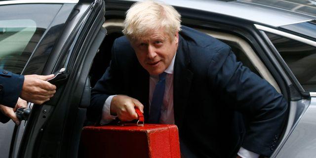 Boris Johnson anländer till Downing Street. HENRY NICHOLLS / TT NYHETSBYRÅN