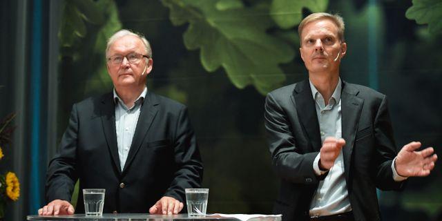 Swedbank styrelseordförande Göran Persson presenterar bankens nye vd Jens Henriksson under en pressträff på huvudkontoret i Stockholm. Pontus Lundahl/TT / TT NYHETSBYRÅN