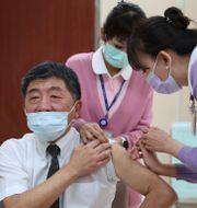 Hälsominister Chen Shih-chung vaccineras mot covid-19.  TT NYHETSBYRÅN